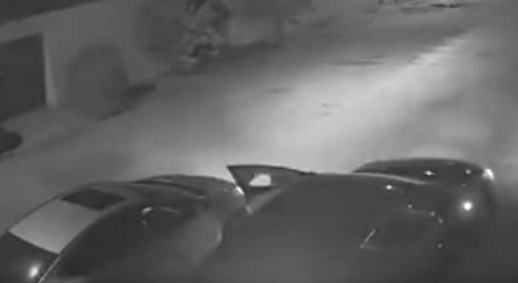 saudi thieves, rob, car, smashing, window, saudi, break, window