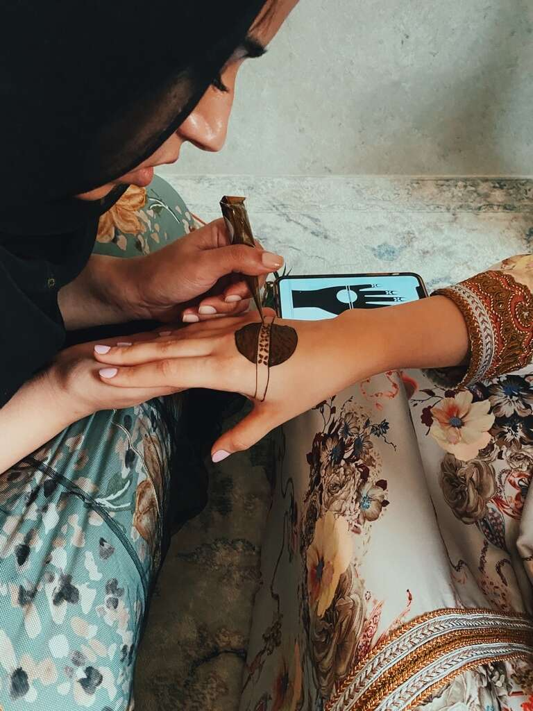 Eid Al Adha: Emirati photographers showcase 'The Colors of Eid' with henna (https://images.khaleejtimes.com/storyimage/KT/20200728/ARTICLE/200728516/V2/0/V2-200728516.jpg&MaxW=300&NCS_modified=20200729155852