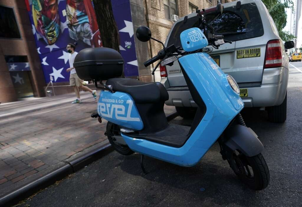 New York. mopeds, US, car. scooters, coronavirus