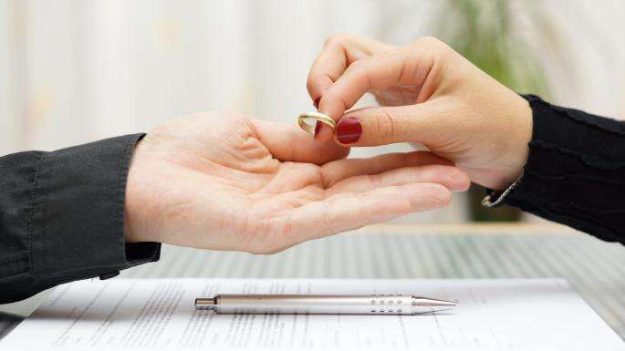 Woman surprises husband in UAE with plastic surgery, he divorces her