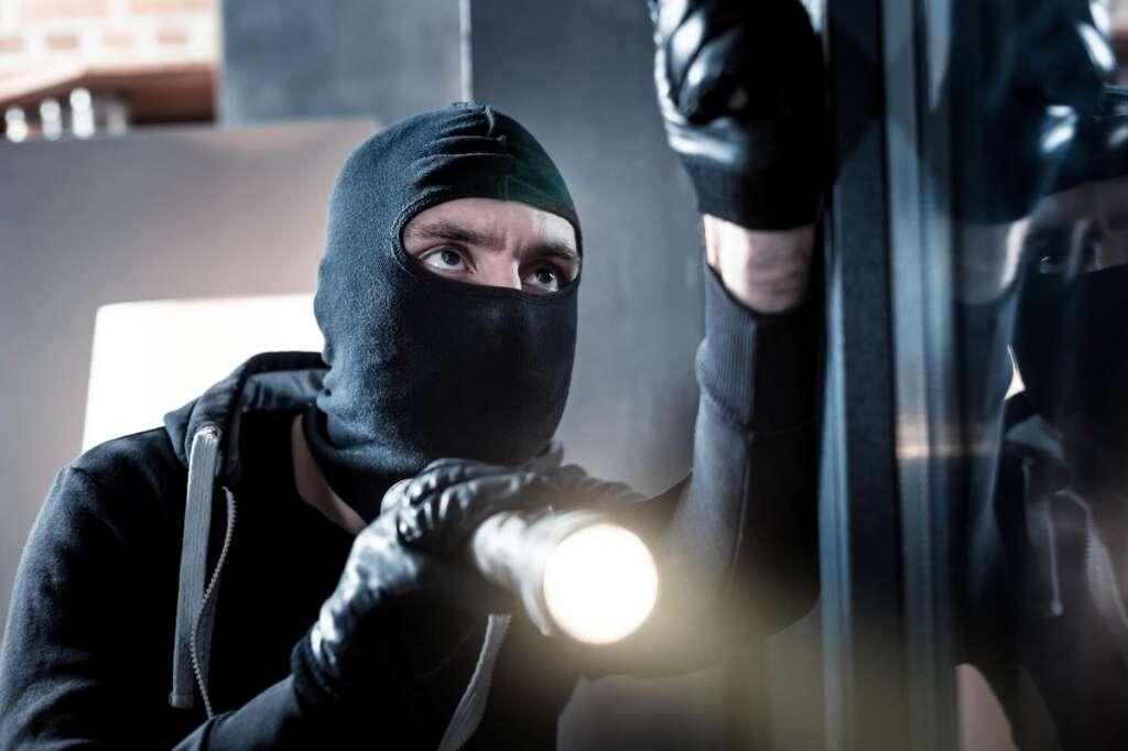 crime in UAE, crime in Abu Dhabi, man robs house, Dh1 million stolen, Abu Dhabi court