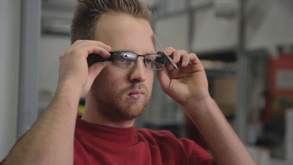 Etisalat prepares to hold trials for smart glasses