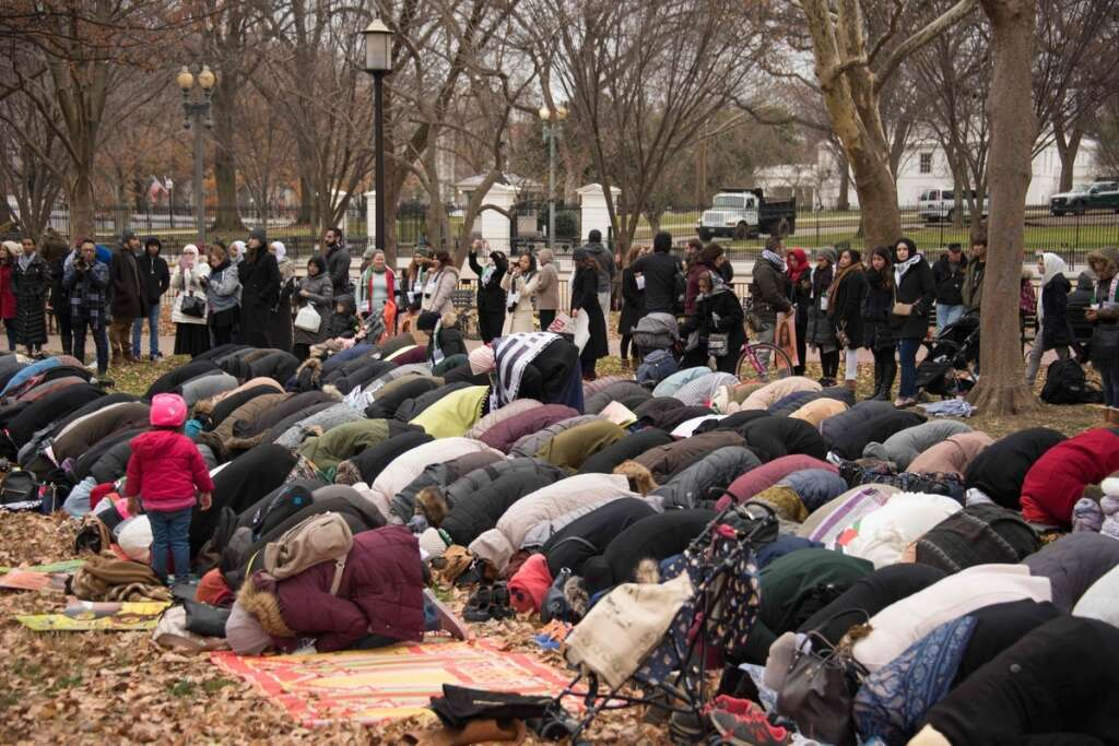 Muslims pray outside White House to protest Jerusalem decision