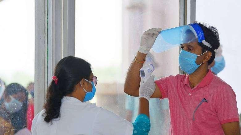 Coronavirus, UAE, records, nearly, 25,000, Covid-19 violations, 15 days