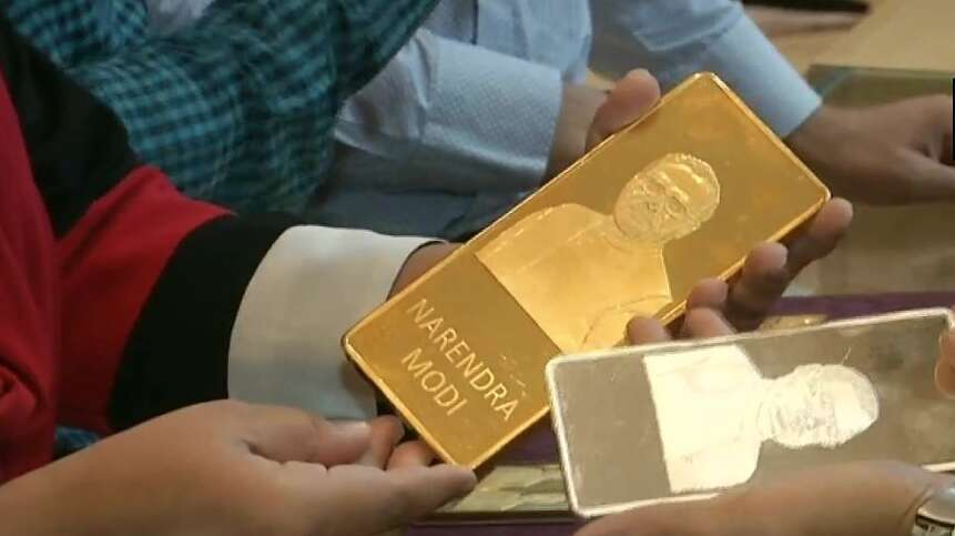 Indian jewellery stores sell gold bars  engraved with Modis face
