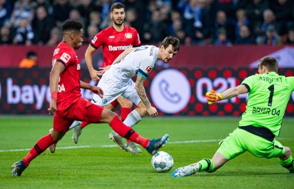 Forgetful Bensebaini sinks Bayern as Gladbach stay top in Germany