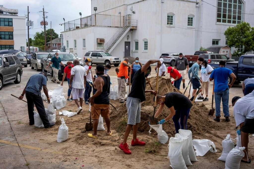 hurricane laura, us, evacuation, coronavirus, covid-19, tens, thousands, flee, us, gulf, coast