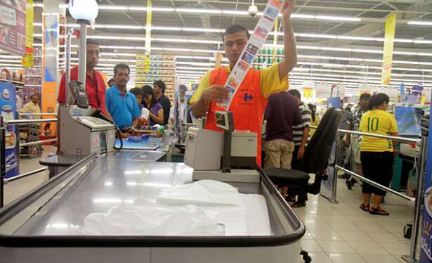 Fine of Dh100,000 on retailers using VAT to raise product prices