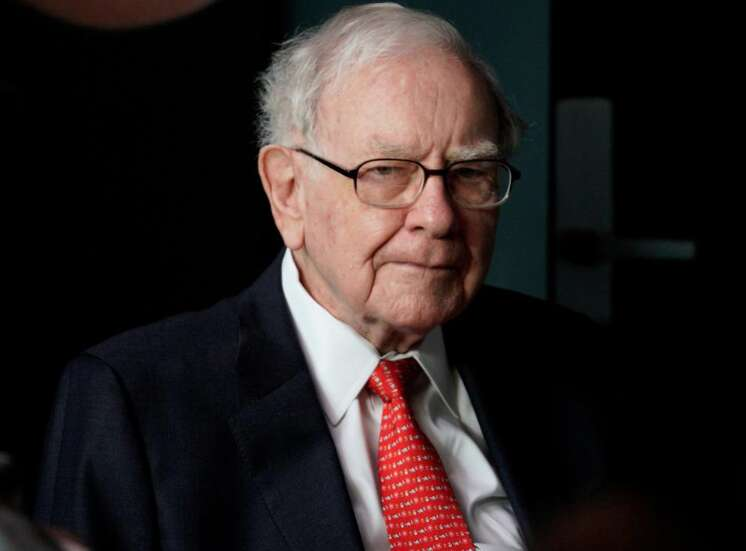 Mystery bidder agrees to pay $4.57 million for private lunch with Warren Buffett