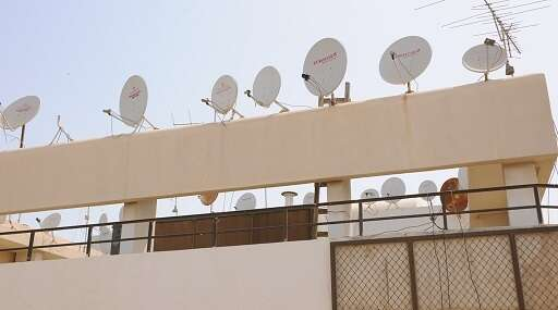Thousands, UAE residents, SMS, remove stuff, rooftops