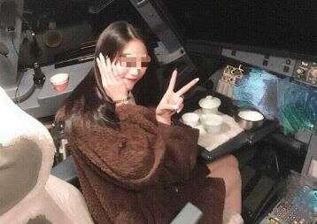 Chinese, pilot, banned, passenger, cockpit, photo, female passenger, viral,