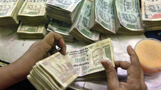 Indian expats top the list of remittances from UAE to cash