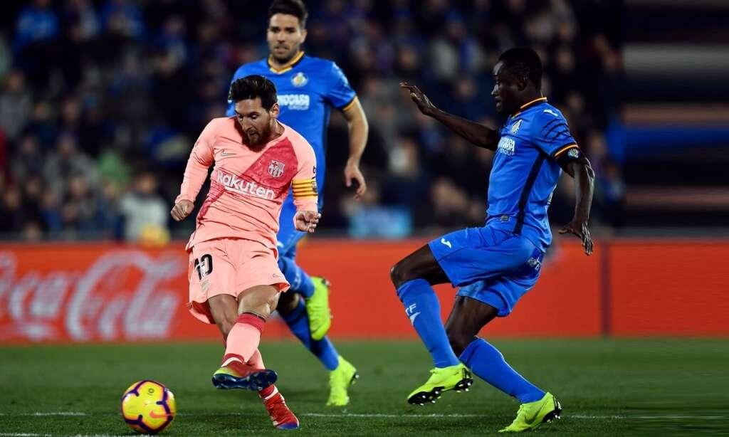Barcelona increases La Liga lead