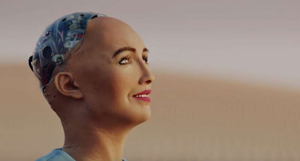 Video: Robot Sophia goes on exciting adventure in Abu Dhabi