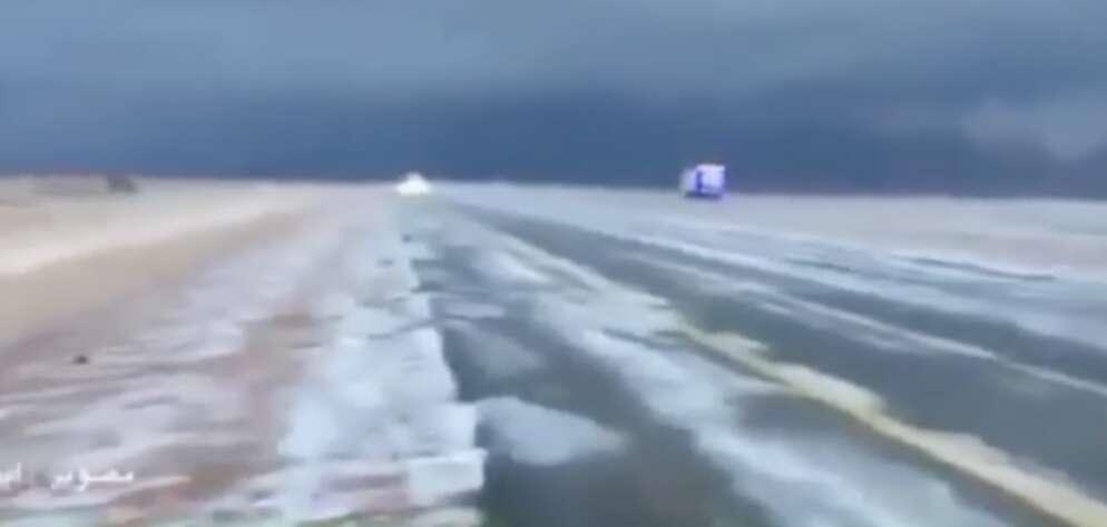 Video: Snowfall in Saudi Arabia desert?