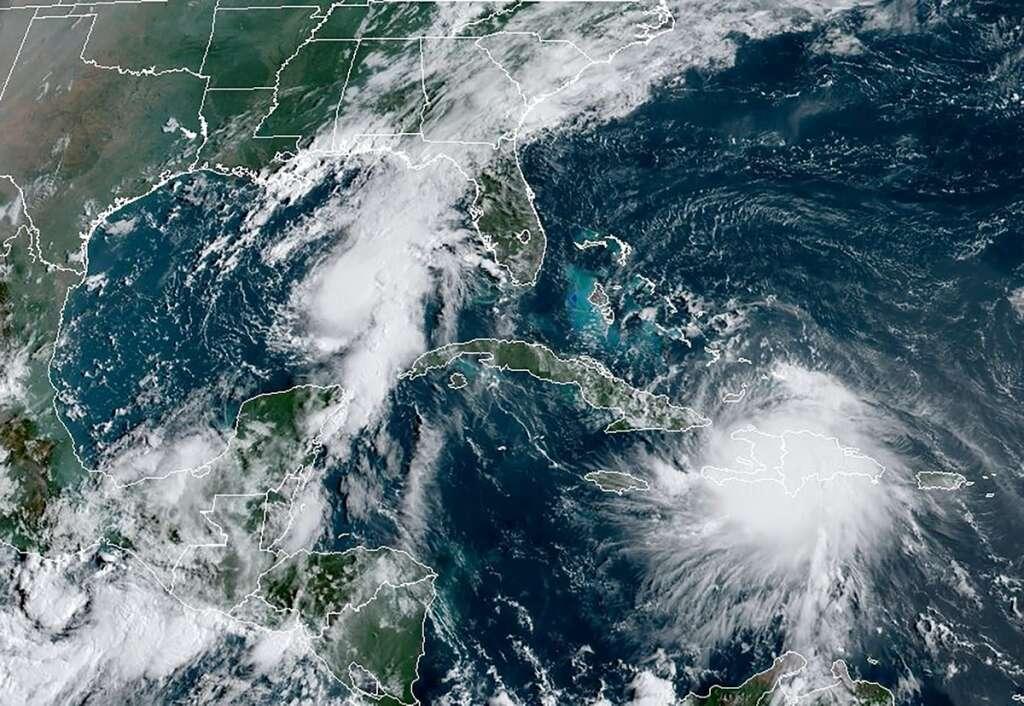 Louisiana, Cuba, residents, evacuate, storms, US