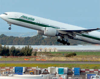 Italian carrier Alitalia okays Etihad Airways bid