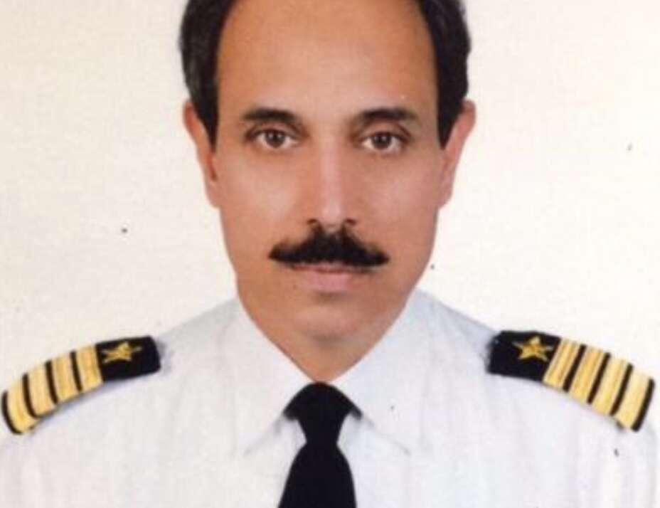 Pilot, PIA flight, Dubai, Lahore, Pakistan, Plane