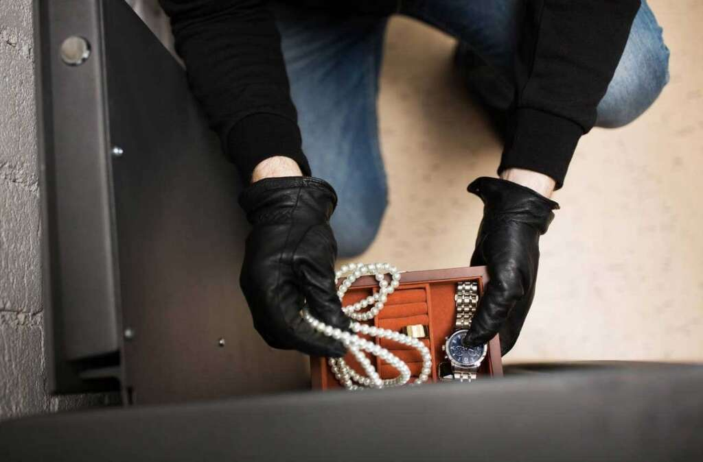 Two maids steal Dh14,500, clothes from Dubai sponsors villa