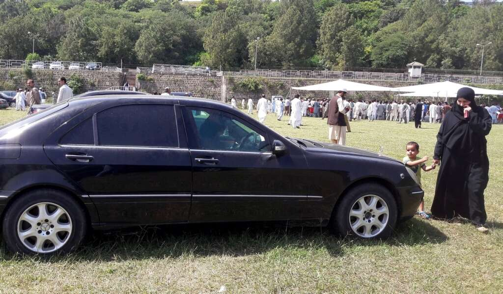 Video 62 Luxury Cars Worth Dh5 3m Sold In Pakistan Pm House Auction