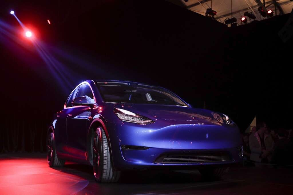 Musk invited to set up Tesla factory in Pakistan