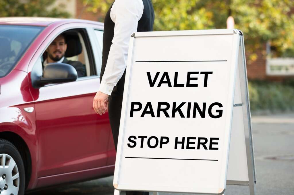 valet parking, crime in Abu Dhabi, crime in UAE, gold ring