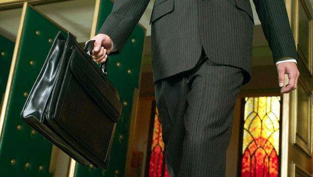Employees don't have to pay visa costs - News | Khaleej Times