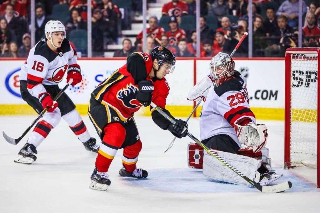 online retailer 25bcb 916ce Gaudreau's big night pushes Flames past Devils 9-4 - Khaleej ...