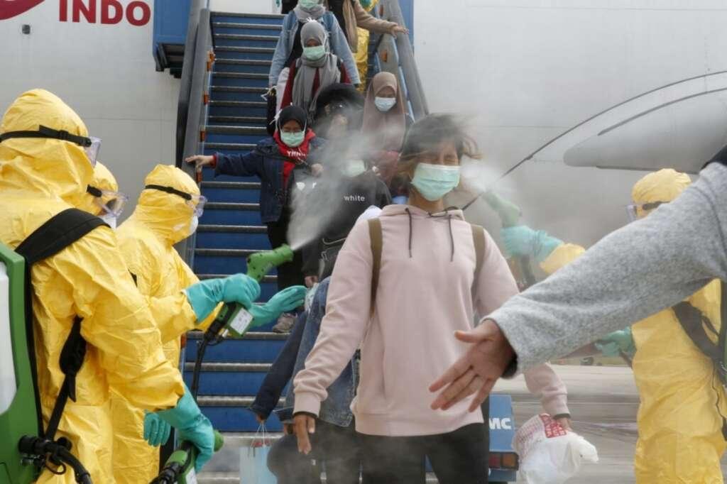 Coronavirus: More Chinese cities shut down as virus death toll rises