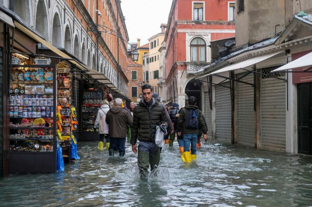 UAE Consulate, Milan, issue, warning, citizens, abroad, Venice, UAE Consulate in Milan