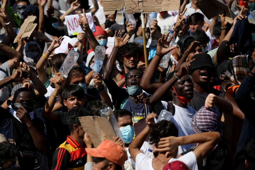 greece, migrants, lesbos, island, moria camp, fire