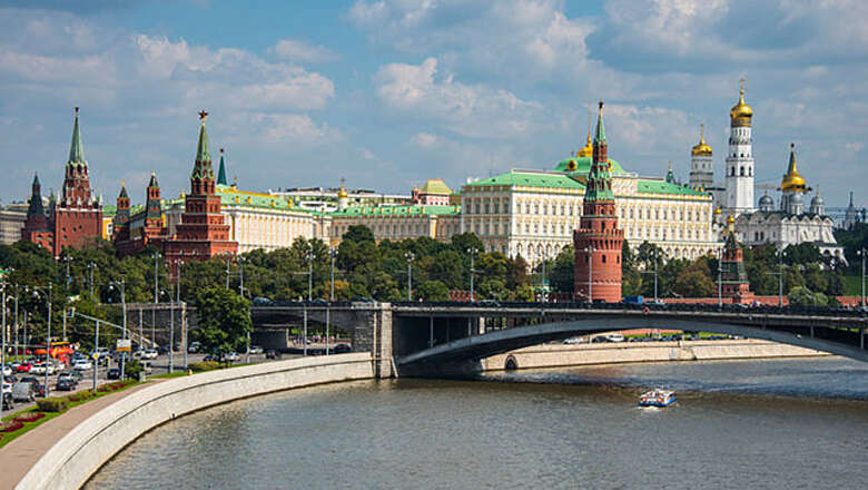 UAE and Russia sign visa exemption pact