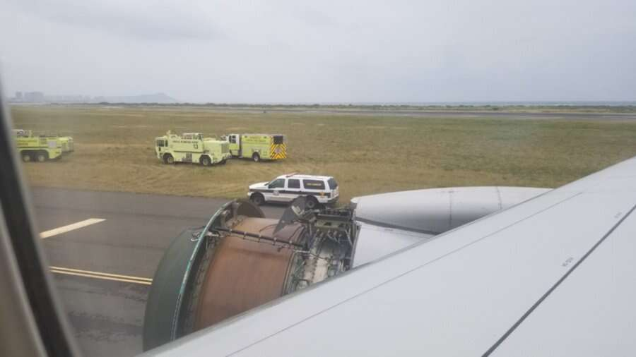 Video: United flight lands in Honolulu after losing engine cover