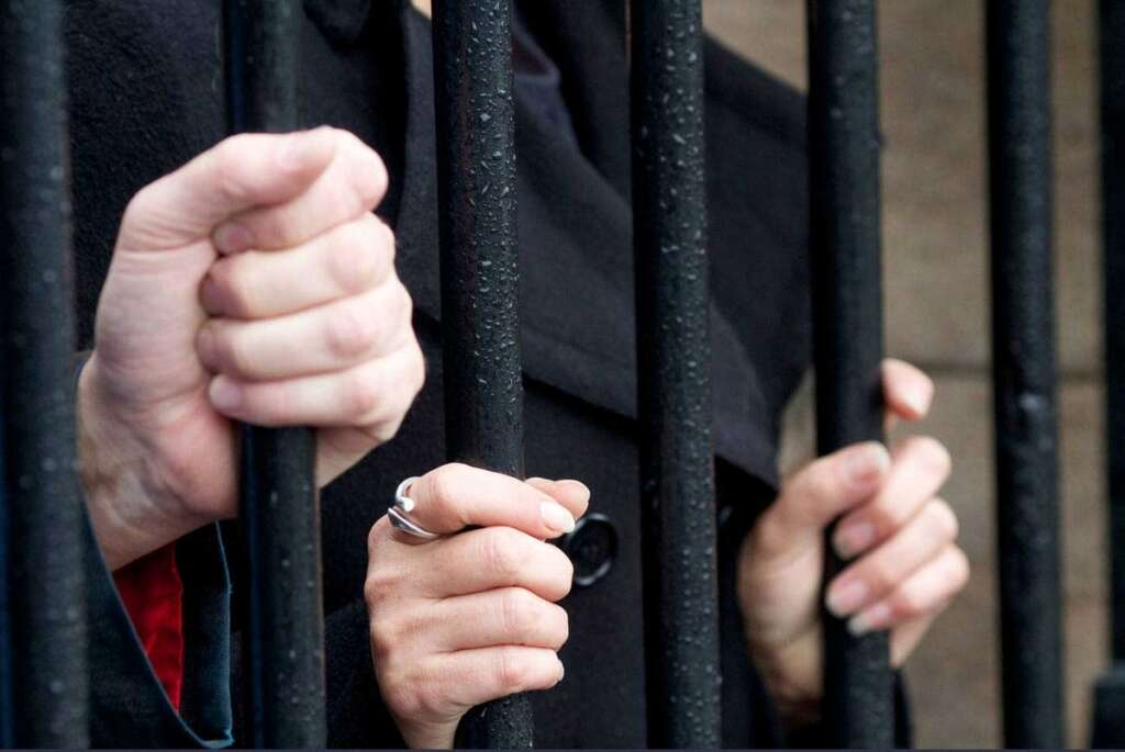 Two drunk waiters jailed, fined for murder attempt in UAE