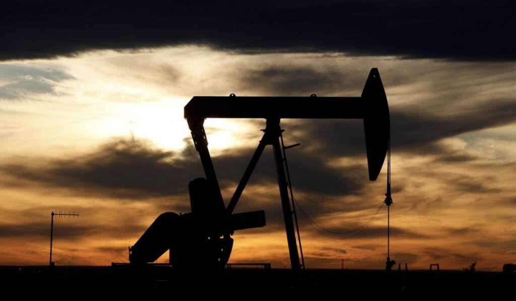 Oil, US inventories offsets, crude
