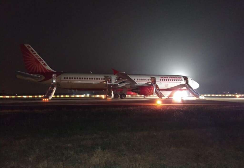 air india, flight, emergency landing, engine, fire, blaze, ai 670, air india fire