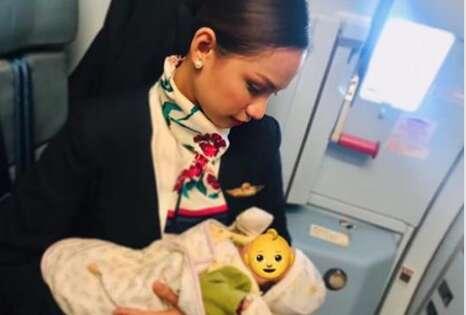 Air hostess breastfeedspassengers baby on flight