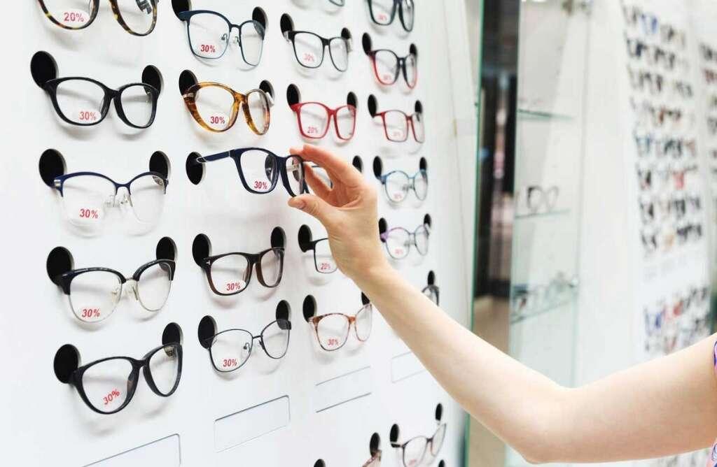 Optical, shop, employee, trial, sexually, harassing, customer, Dubai