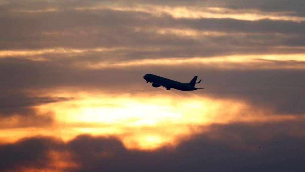 easyjet, unruly passenger diverts flight, egypt, manchester