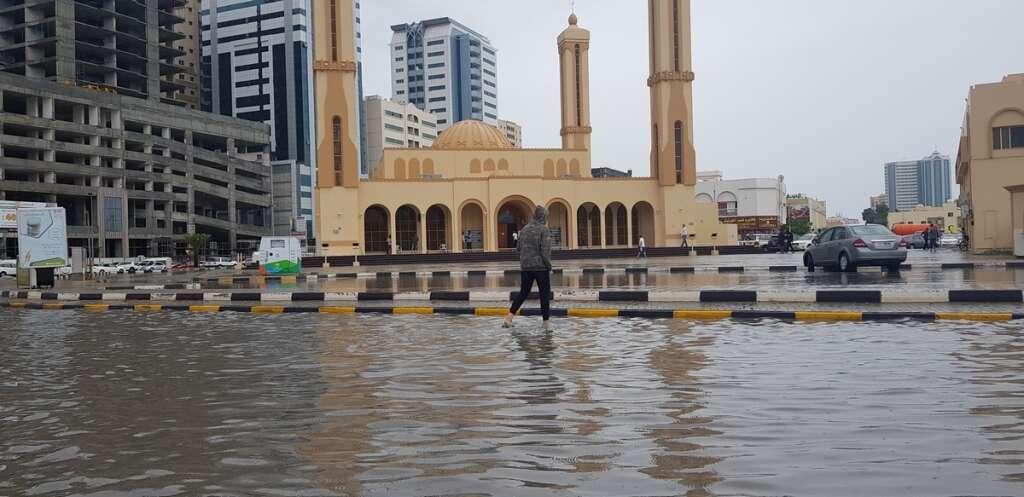 Rain, UAE, Dubai, Floods, shut down, roads, slow traffic, crawl, UAE, Sharjah, accidents, residential areas, Roofs
