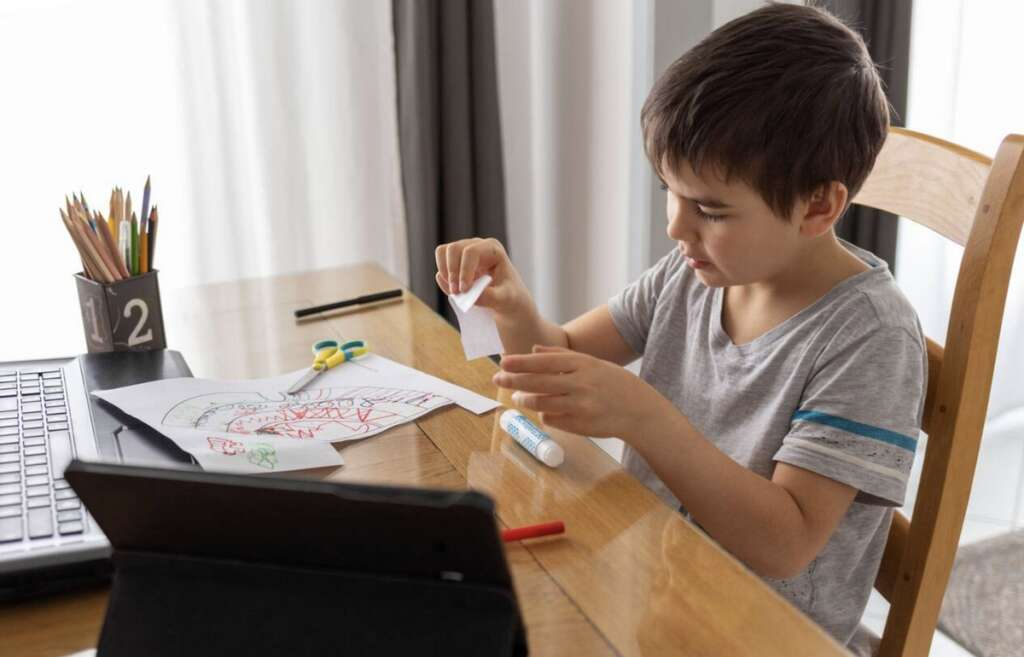 Sharjah parents, hail, two-week extension, e-learning,