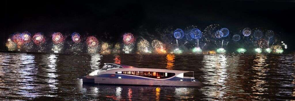 Now, enjoy Dubai New Years Eve fireworks out at sea