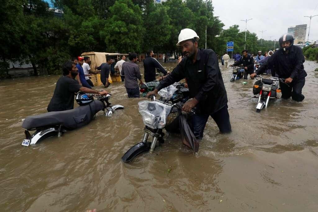 karachi floods, chaos, pakistam, 23, people, killed