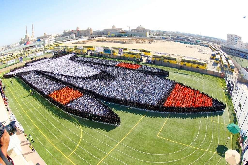 11,000, students, UAE, form, largest, human image, rocket