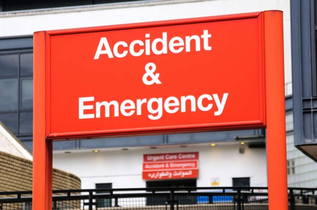 emergency, UAE car accident, two dead in UAE car accident, two injured, Fujairah, road accident, Maliha Road