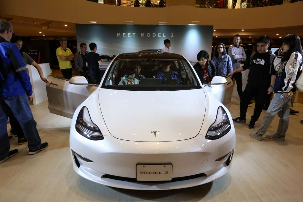 Tesla to begin deliveries of China-made Model 3