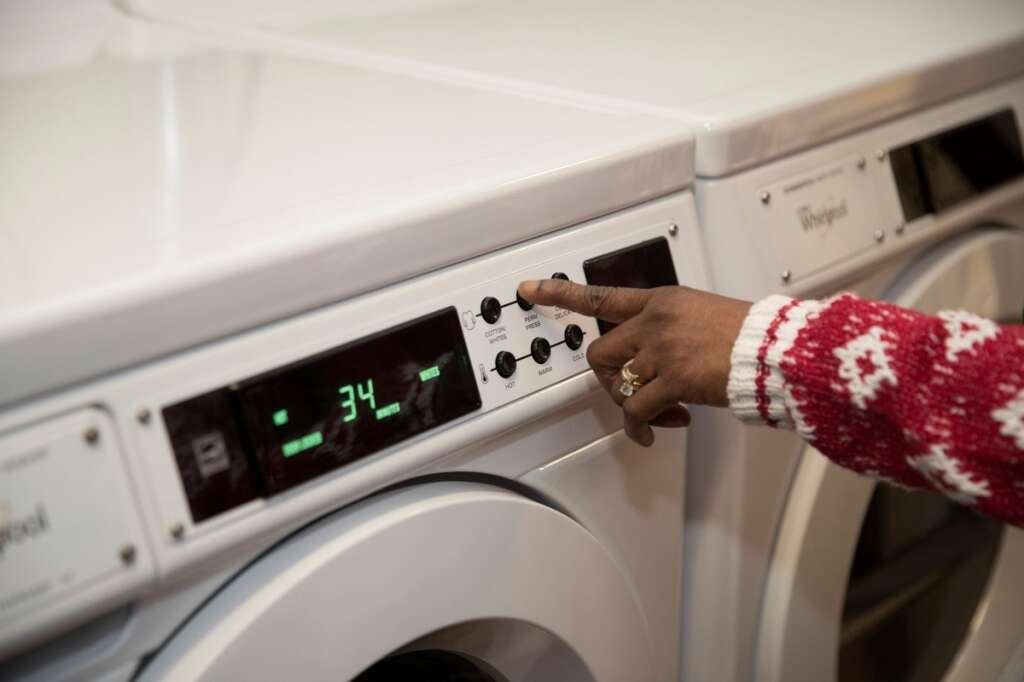 Woman steals husbands washing machine, furniture in UAE