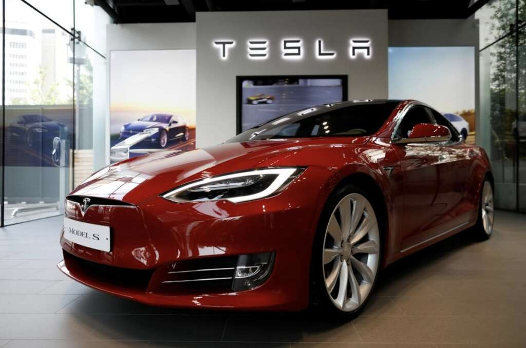 US agency, touch-screen failures, probe, Tesla Model S,