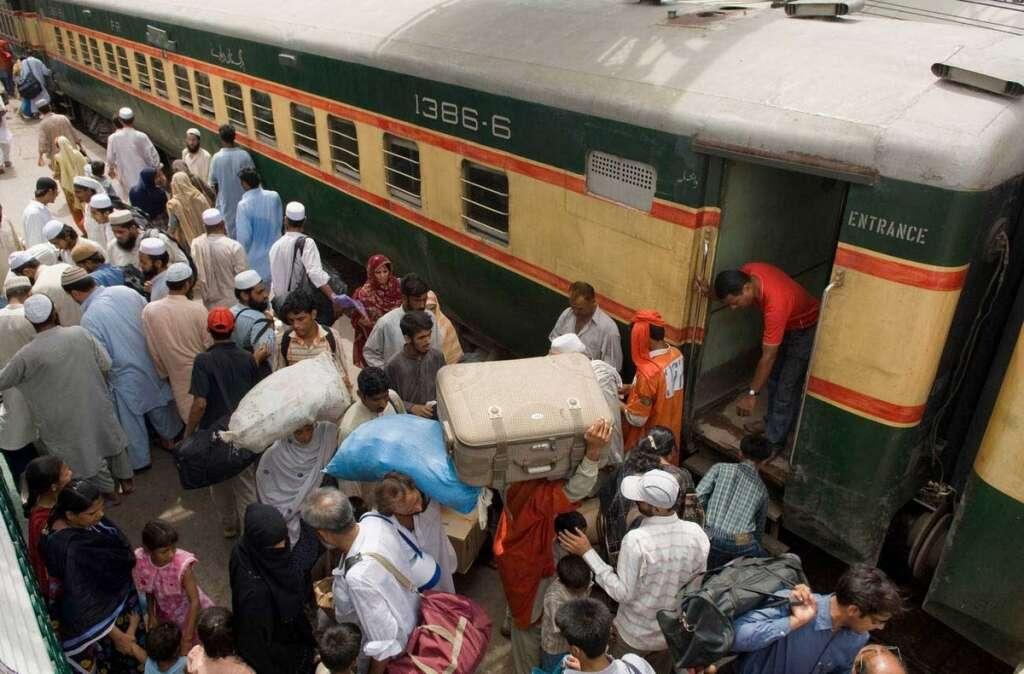 4 killed, 10 injured in blast on train track in Pakistan - Khaleej Times