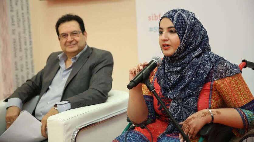 A young girl born with disabilities becomes a star at SIBF